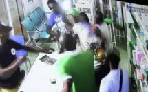 Vidéo - Un commissaire de police en civil entre dans une pharmacie, insulte le docteur, appelle des renforts et l'embarque de force