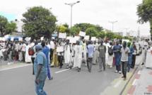 Injures contre les figures religieuses: des ONG islamistes manifestent à Dakar
