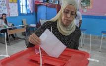 Présidentielle en Tunisie: affluence modérée dans les bureaux de vote