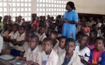 Incroyable vidéo - Une classe de presque 400 élèves à Brazzaville