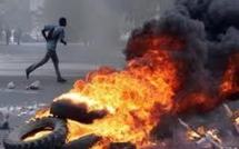 VIDEO Case des Parcelles Assainies: Les manifestant surexcités acculent la gendarmerie anti-émeute