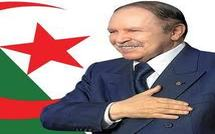 Abdelaziz Bouteflika jette des fleures à Macky Sall
