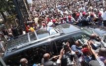 VIDEOS Sénégal: Wade quitte le palais présidentiel, entre ovations et huées