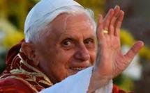 Veillée pascale du pape Benoît XVI: aller au-delà de l'obscurité et des peurs