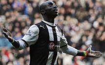 Premier League: Pardew rend hommage à Cissé