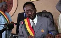 Mali: le président intérimaire investi, menace les groupes armés du Nord