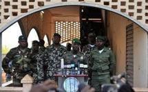 Mali: l'ex-junte dit avoir pris le dessus après des affrontements meurtriers à Bamako