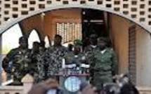 Mali : l'ex-junte ne remet pas en cause la transition après les combats à Bamako