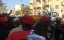 #MarcheNooLank - Les barricades de la police mettent en la colère des habitants de Médina et Plateau (Vidéo)