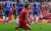 Glissade contre Chelsea en 2014: Demba Ba affole Twitter en remuant le couteau dans la plaie de Steven Gerrard