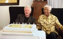 Pour la célébration de sa 94ème bougie, Mandela reçoit Bill Clinton dans son village de Qunu