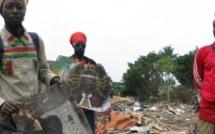 Côte d'Ivoire : dans le village rasta d'Abidjan détruit par la police, les habitants vivent dans les décombres