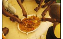 Lieu de recasement des sinistrés de Grand Yoff : des personnes non concernées s'invitent quotidiennement aux repas