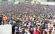 Mali: les images d'un chaud vendredi de manifestation du M5