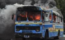 Au secours la folie des fanatiques fout le feu à Dakar !