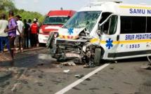 """Kaolack: Une voiture de """"7 places"""" percute en plein fouet un taxi en panne et provoque 2 morts"""