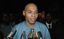 VIDEO – 10 heures d'audition, Karim Wade sort de la Gendarmerie un « peu froissé »