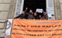 A Paris, une opération de soutien aux sans-papiers grévistes de la faim de Lille