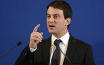 Immigration illégale: Manuel Valls tente le grand écart