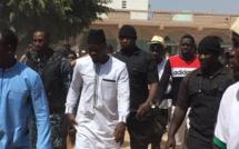 UCAD: Ousmane Sonko rend visite aux étudiants et s'offre un bain de foule
