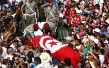 Tunisie : une foule nombreuse pour les funérailles du député assassiné Mohamed Brahmi à Tunis