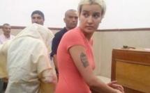 Tunisie: la Femen Amina blanchie pour «outrages», mais reste en prison