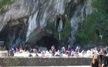Assomption: Lourdes se relève des inondations pour accueillir les pèlerins