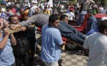 Paraguay: des chauffeurs de bus paraguayens licenciés se crucifient en signe de protestation