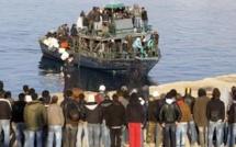 Immigration: indignation en Europe sur le traitement infligé aux migrants à Lampedusa
