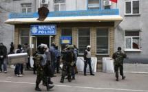 Ukraine: prises d'assaut en série par des hommes armés dans l'Est