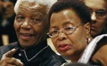 Afrique du Sud: des mémoires qui menacent l'unité du clan Mandela