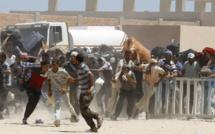 Libye: des milliers de Libyens et d'étrangers tentent de fuir