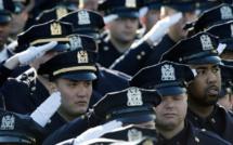 New York: des milliers de policiers aux obsèques d'un des leurs