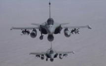 Premières frappes françaises contre le groupe Etat islamique en Syrie