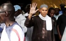 """Karim Wade, le fils de l'ex-président sénégalais, porte plainte en France pour """"détention arbitraire"""""""
