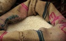 Burkina: 70 tonnes de riz et 2 tonnes de poulets importés inconsommables